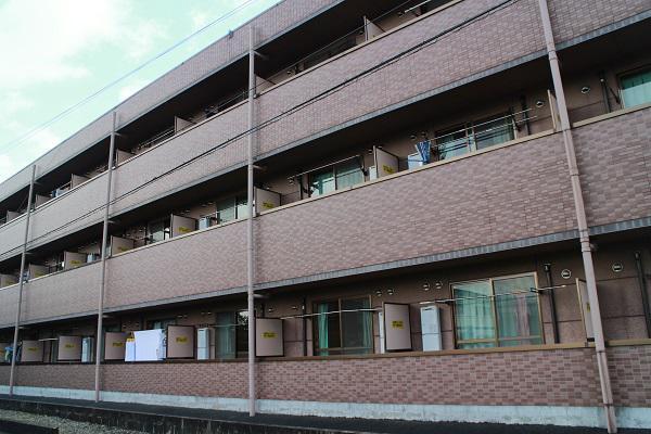 寮の外観の写真